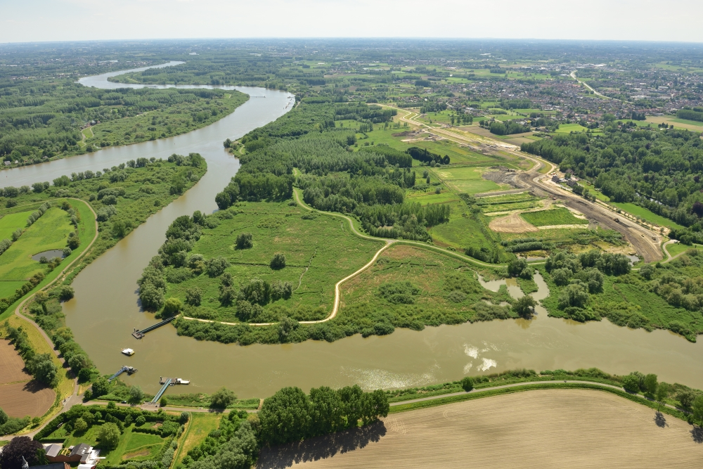 Climate change is raising sea levels and increasing risks from extreme weather phenomena. The Scheldt estuary is highly vulnerable to flooding.